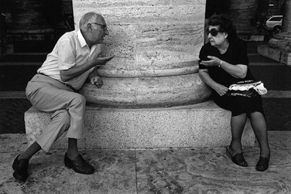 Conversation around a column, St. Peter's Square, Vatican, 1978 © Richard Kalvar / Magnum Photos