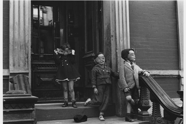 New York City, c. 1940 © Helen Levitt Film Documents LLC. All rights reserved